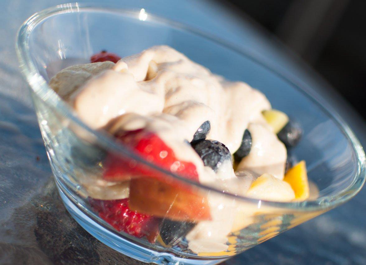 Fruktsalat med cashewsmør